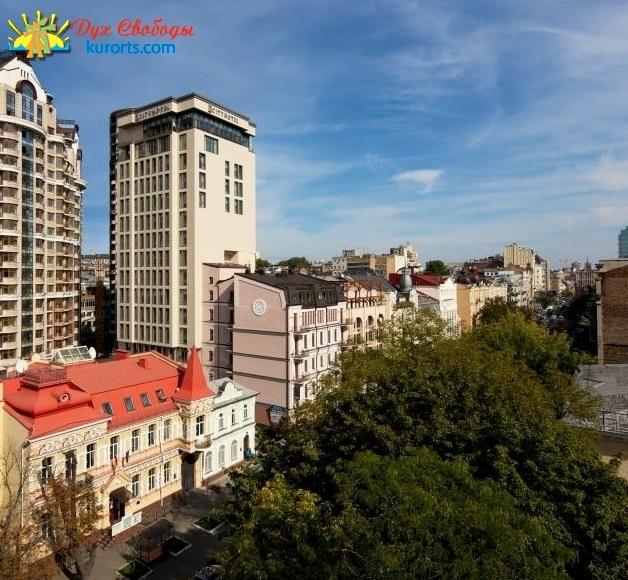 Вид на отель CityHotel